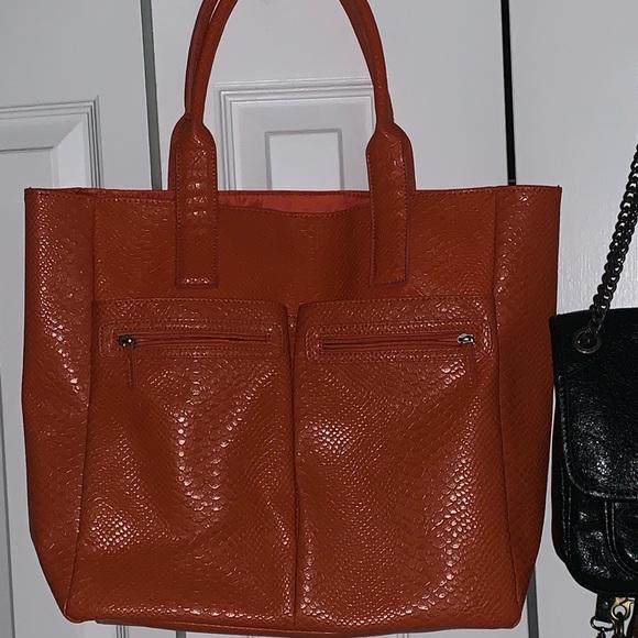 Neiman Marcus Handbags - Neiman Marcus leather tote bag